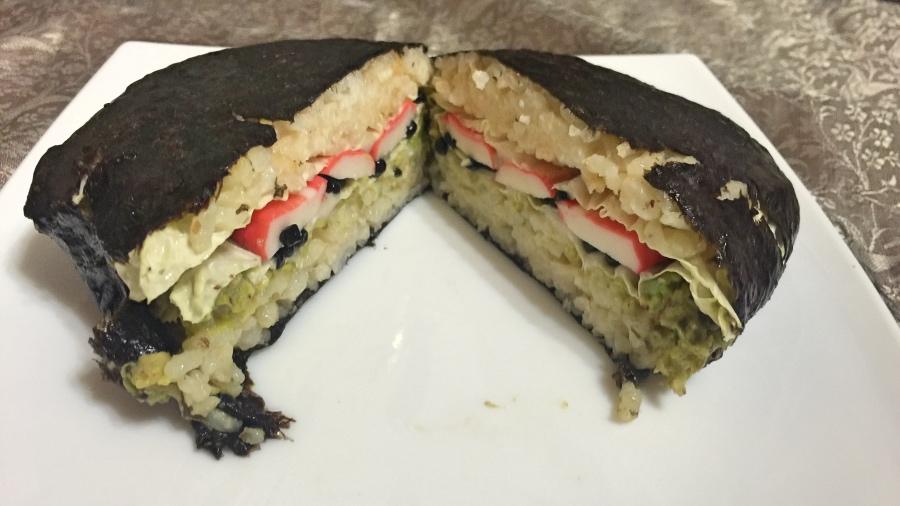 Онигирадзу японский сэндвич