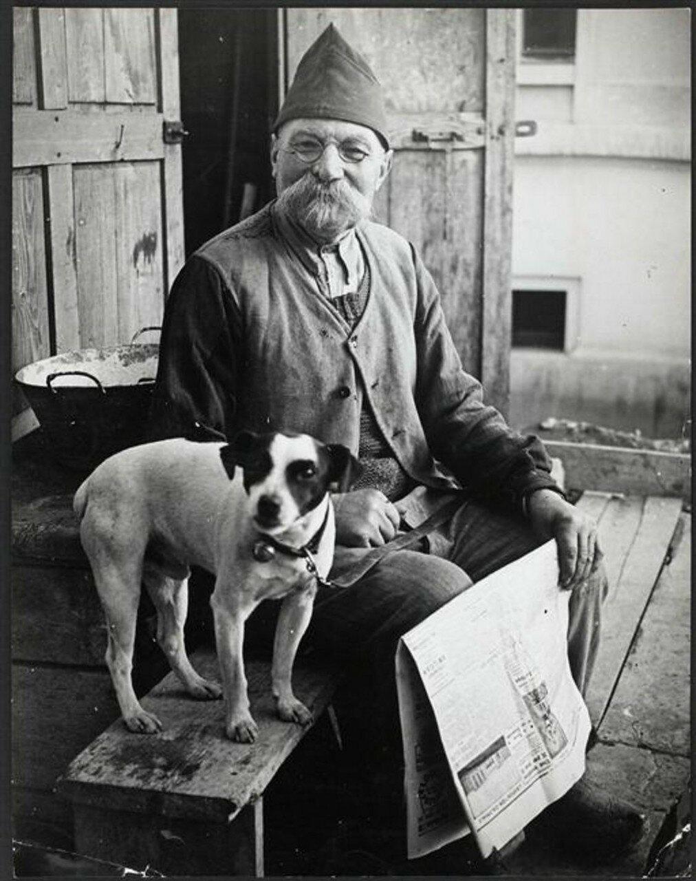 1930-е. Человек с собакой, Париж