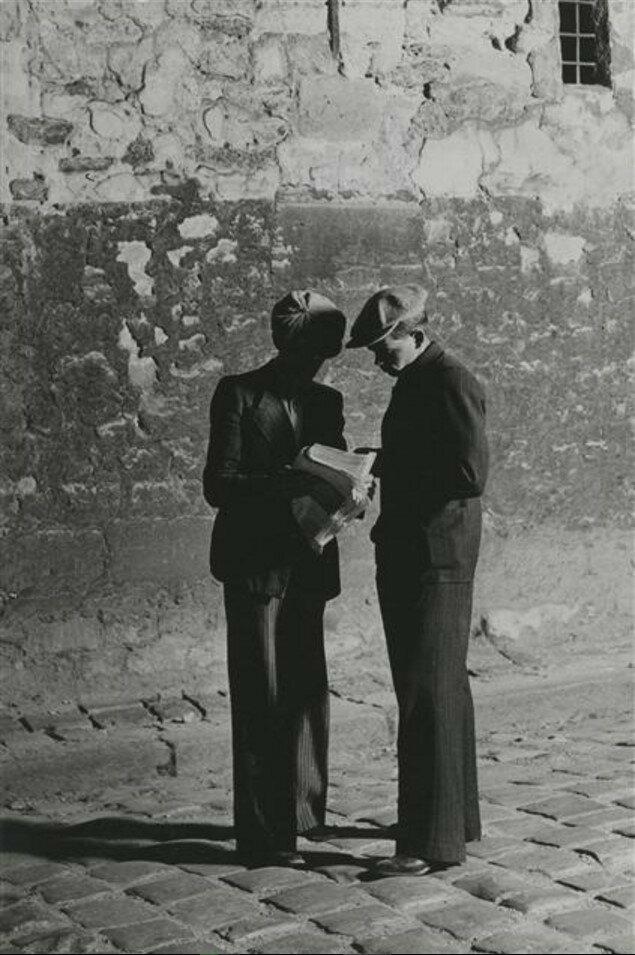 1932. Люди на улице