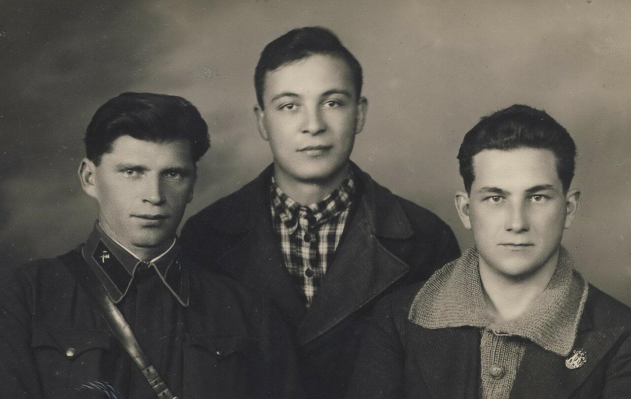 Александр Фин (справа) с друзьями