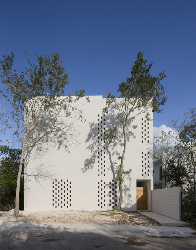 PM House by Cadaval & Sola-Morales