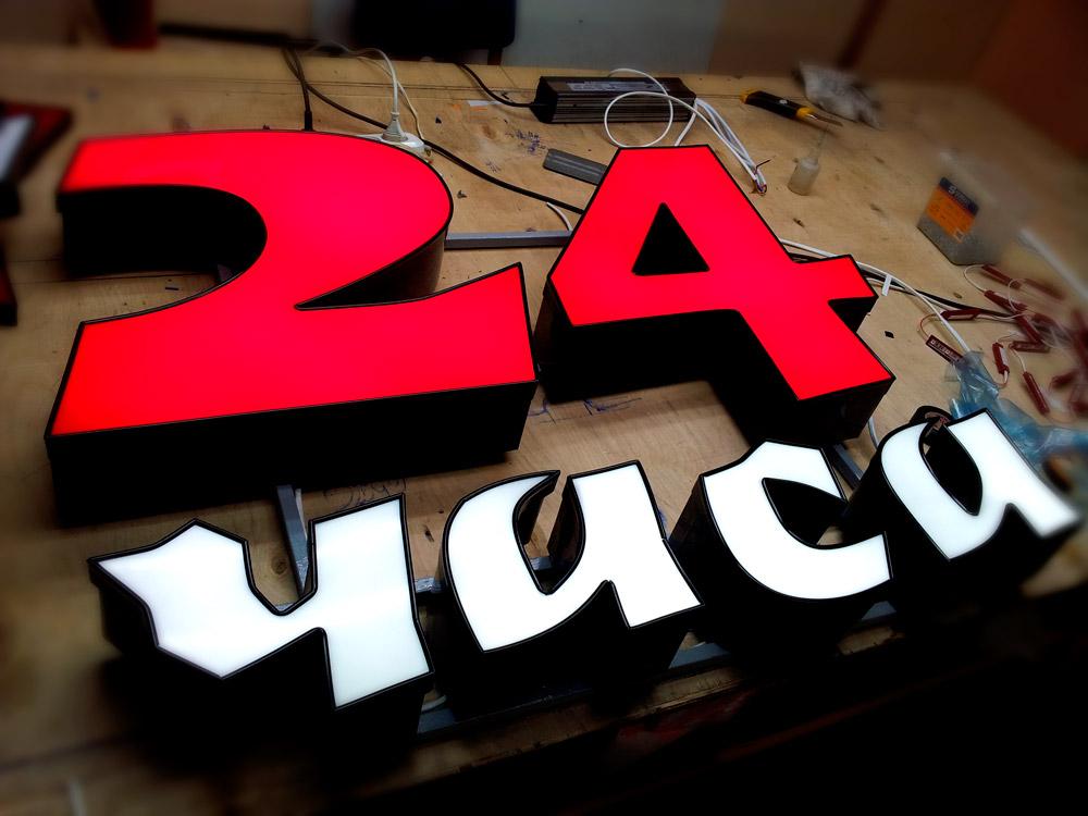 Буквы на дистанционных держателях (1 фото)
