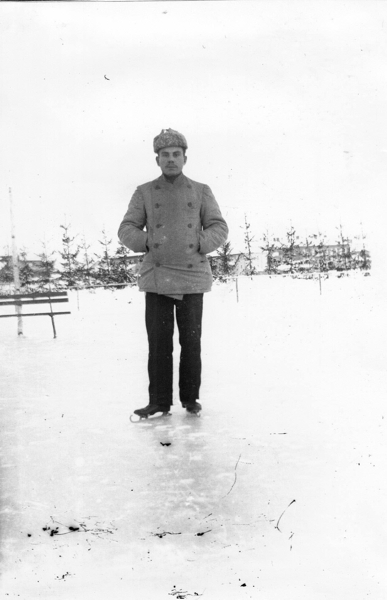 Мужчина на коньках