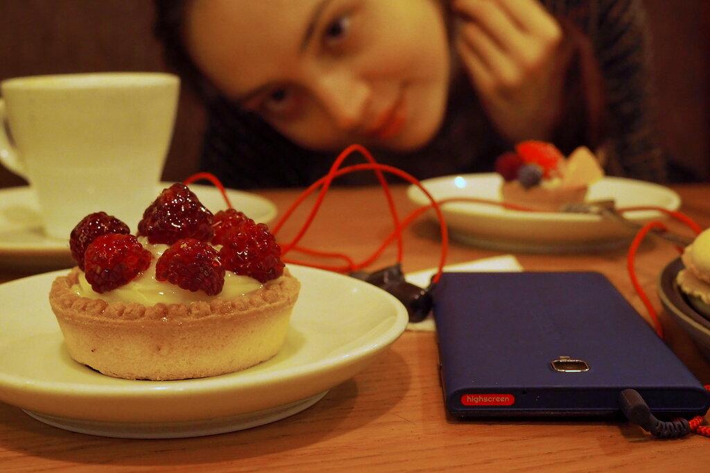 Самый красивый баттл смартфонов: российский флагман vs корейский PB041602.JPG
