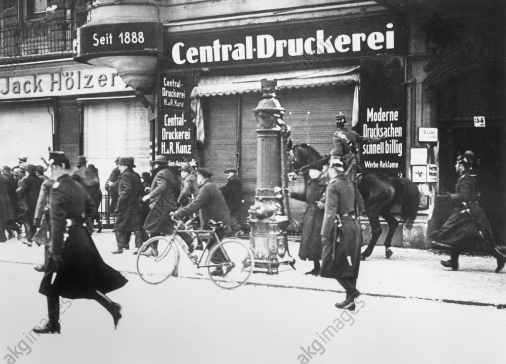 SA-Demonstration/Polizeieinsatz...1933. - Police clear a road / Berlin / 1933 -