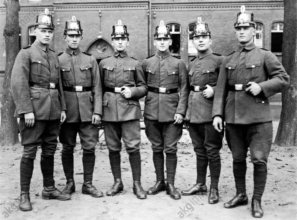Sechs Polizisten / Foto / 1930er - Six Police Officers / Photo / 1930s -