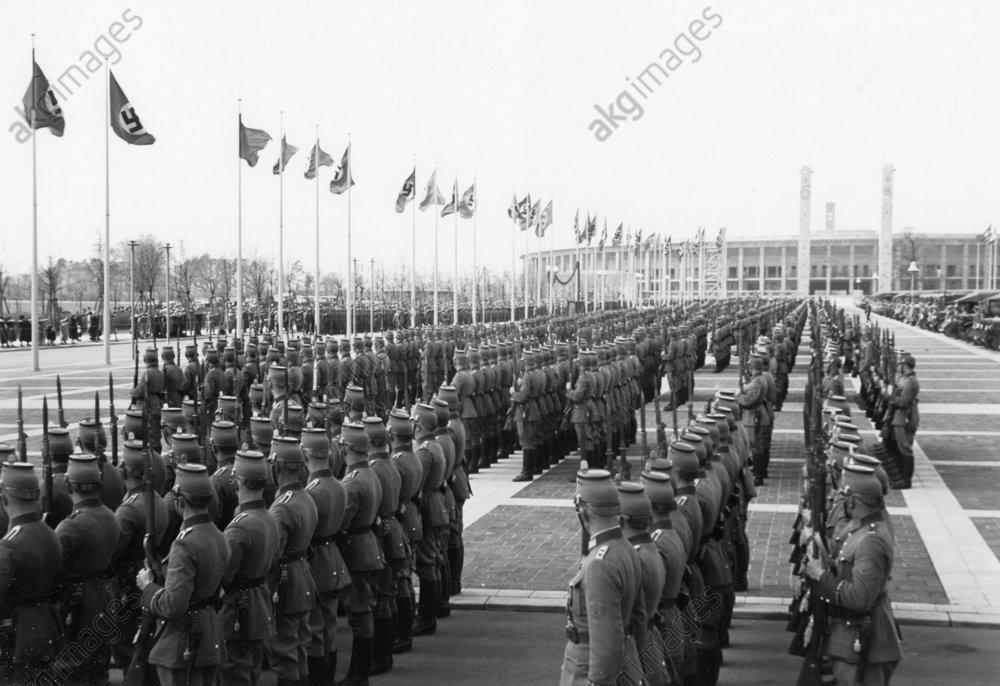 Polizeiparade/vor Olympiastadion, 1938. - Police Parade at Olympiastadion / 1938 -