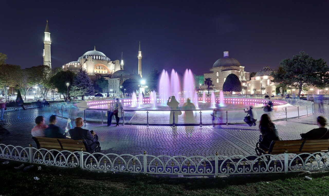 Night Istanbul. The fountain in the Sultanahmet square