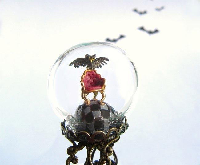 Крошечные миры внутри украшений
