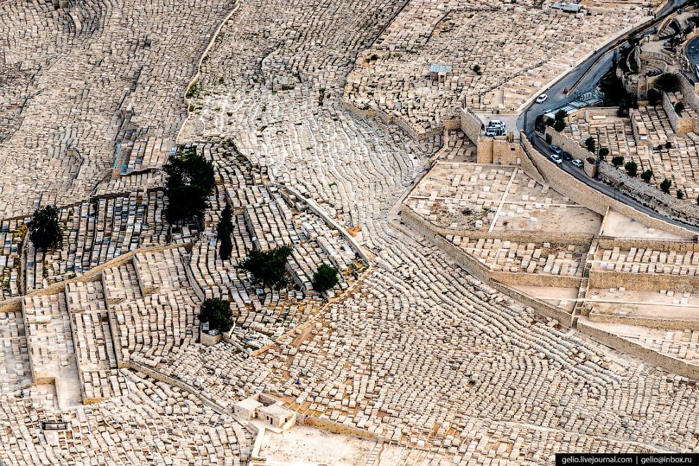 24. Это еще и самое большое еврейское кладбище. Здесь насчитывается до 150 тысяч захоронений. Быть п