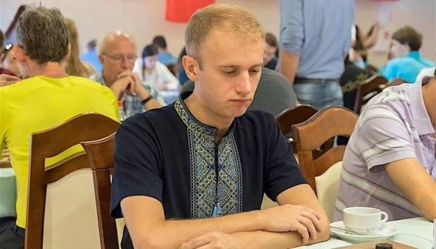 Украинского чемпиона мира пошашкам дисквалифицировали натри года из-за вышиванки