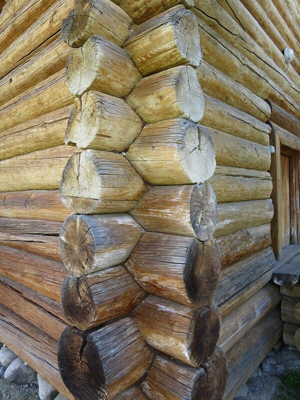 Соединение бревен в обло в башне Братского острога