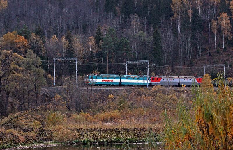 2ЭС6 Синара с грузовым поездом на перегоне Биянка - Симская