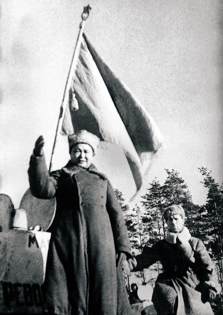 1942. Приветствие маршалом Чойбалсаном бойцов 44-й танковой гвардейской бригады. Декабрь