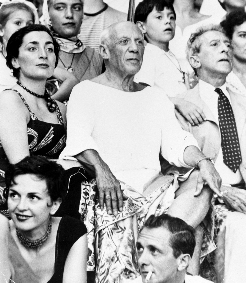 1955. Пабло Пикассо, Жаклин Роке и Жан Кокто на корриде в Валлорисе