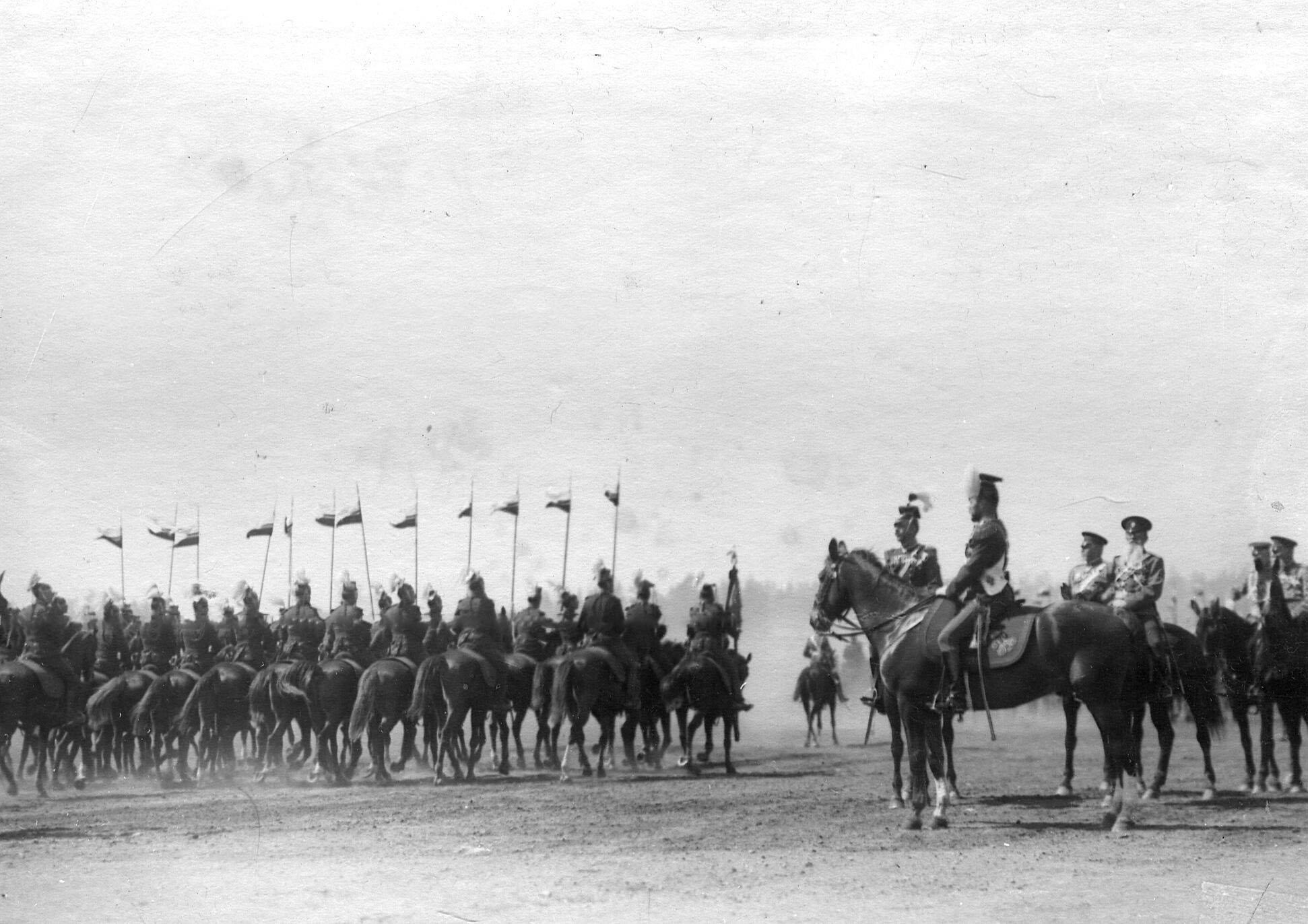 Император Николай II принимает парад Уланского Её Величества лейб-гвардии полка