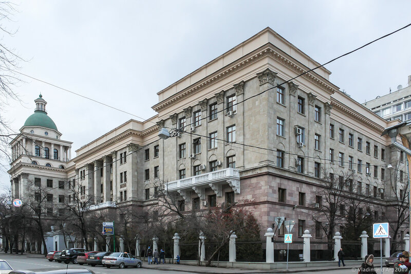 Сивцев вражек, 26. Поликлиника №1 АП РФ.