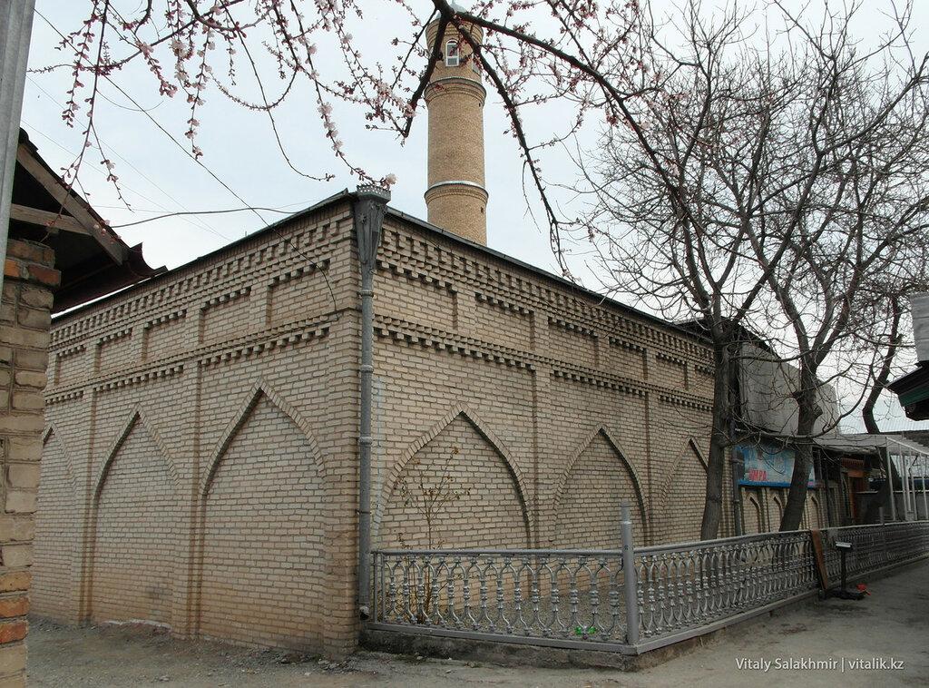 Забор ошской мечети