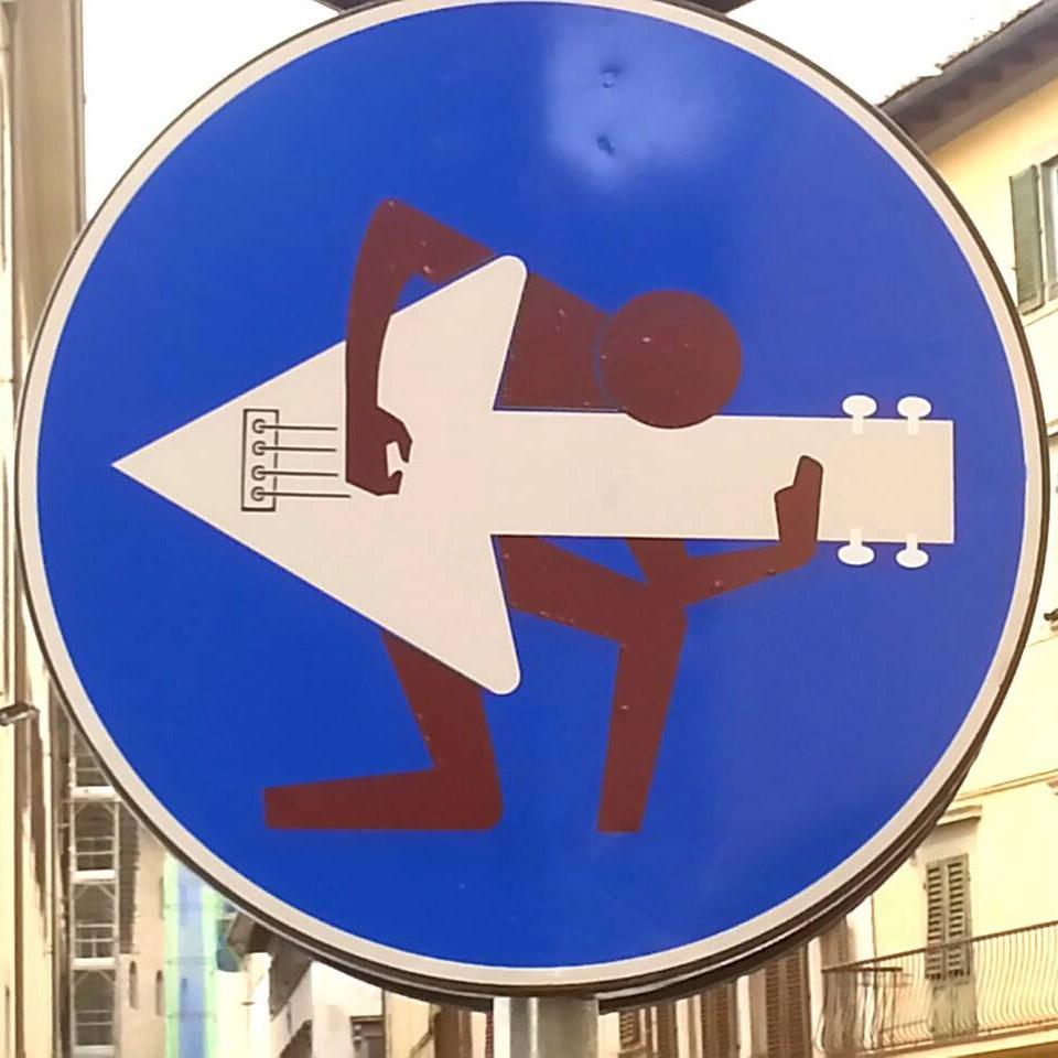 Clet Abraham e suas intervencoes em placas de ruas (31 pics)