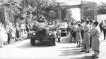 Людиновцы провожают Ю. А. Гагарина у ворот тепловозостроительного завода