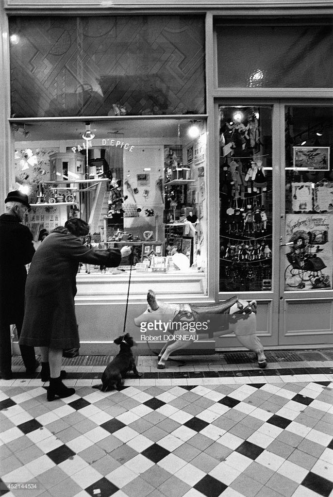 1981. Уличная сцена в проходе Жуффруа