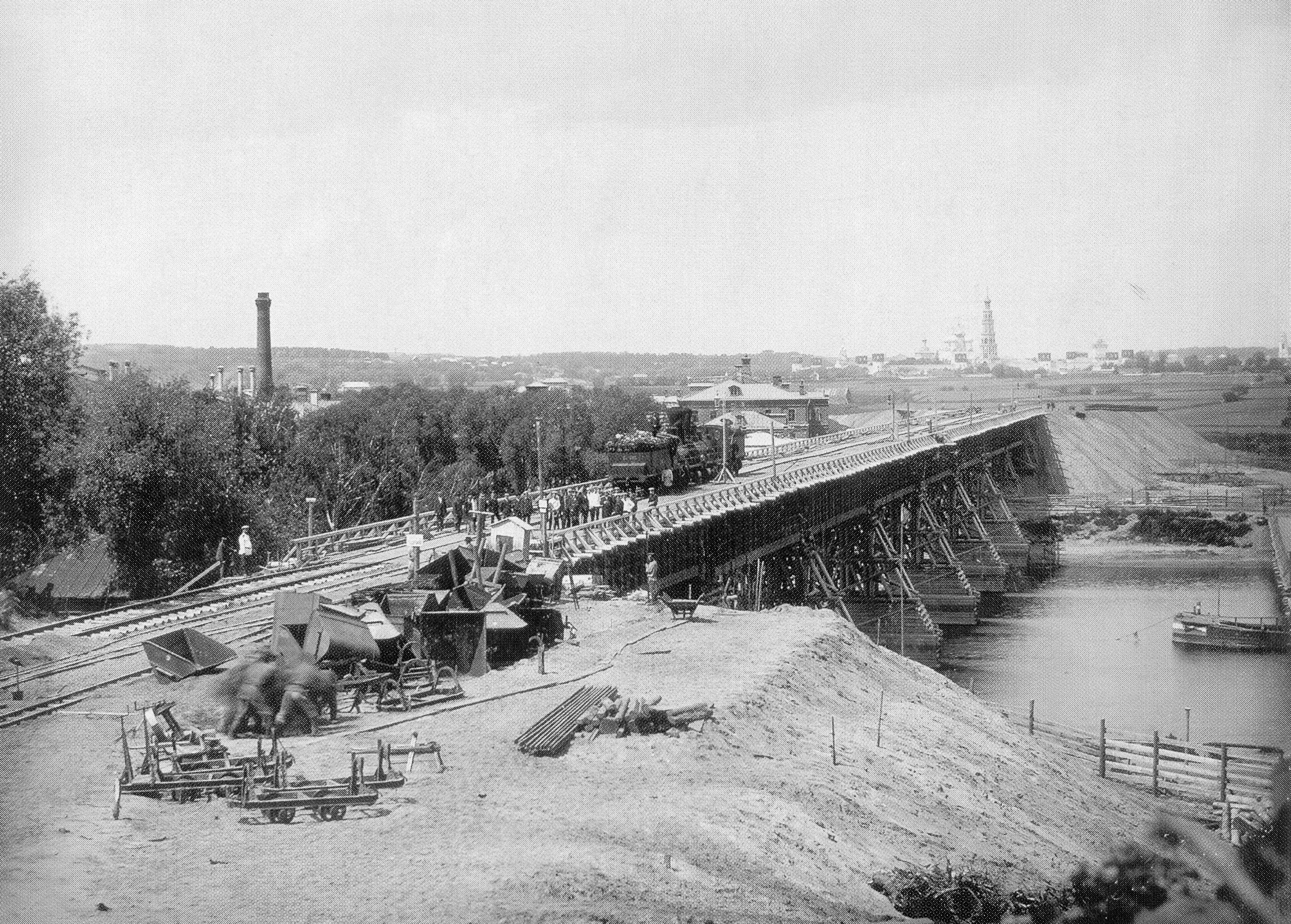 Временный деревянный мост через Москва-реку у Нескучного сада. 1905
