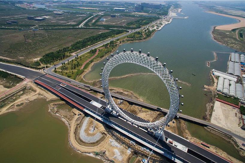 В Китае построили инженерное чудо — футуристическое безосевое колесо обозрения (7 фото)