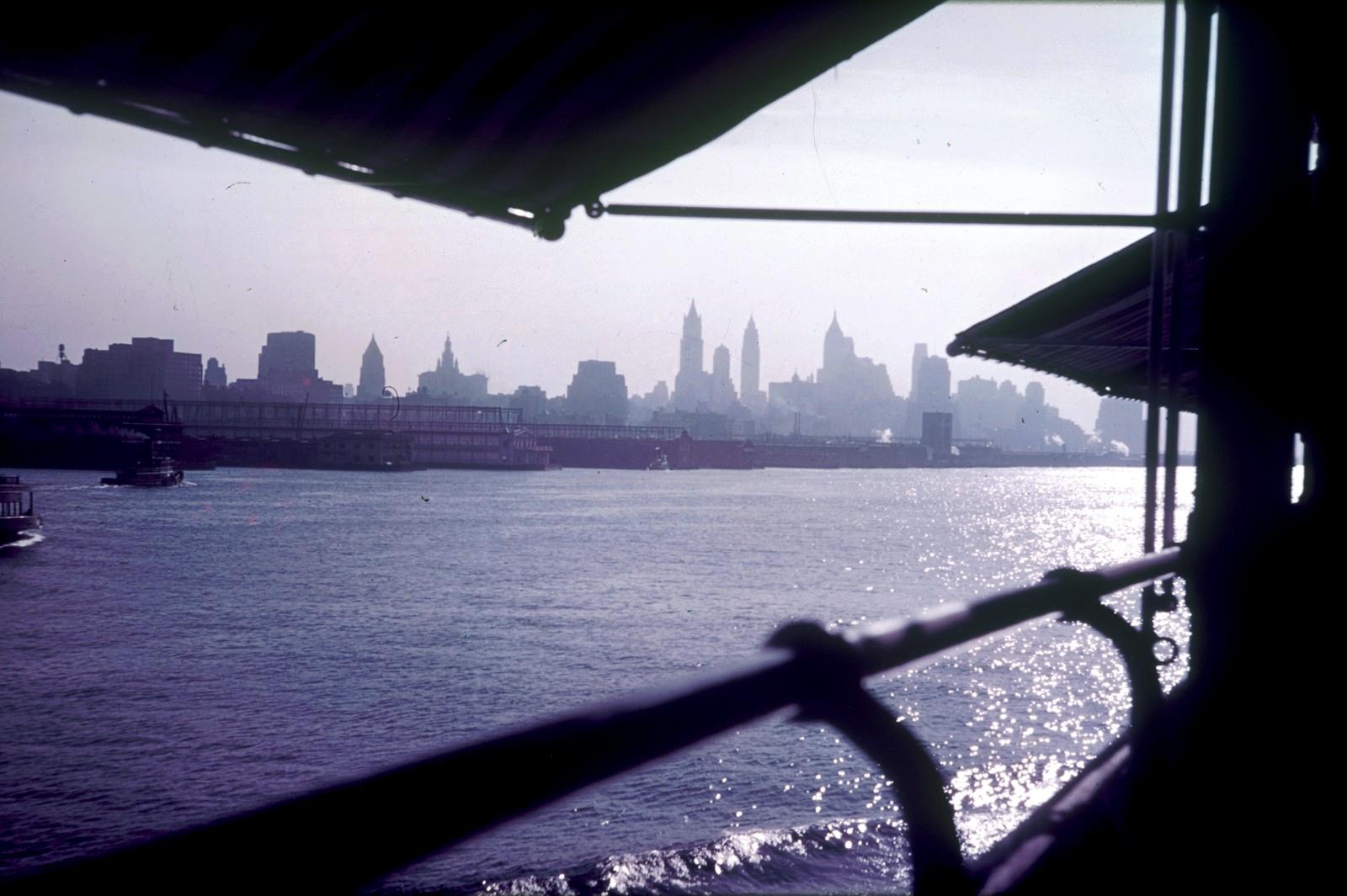 Нью-Йорк. Вид с пассажирского судна на город