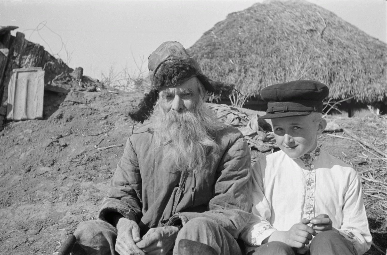 Крестьянин со своим внуком