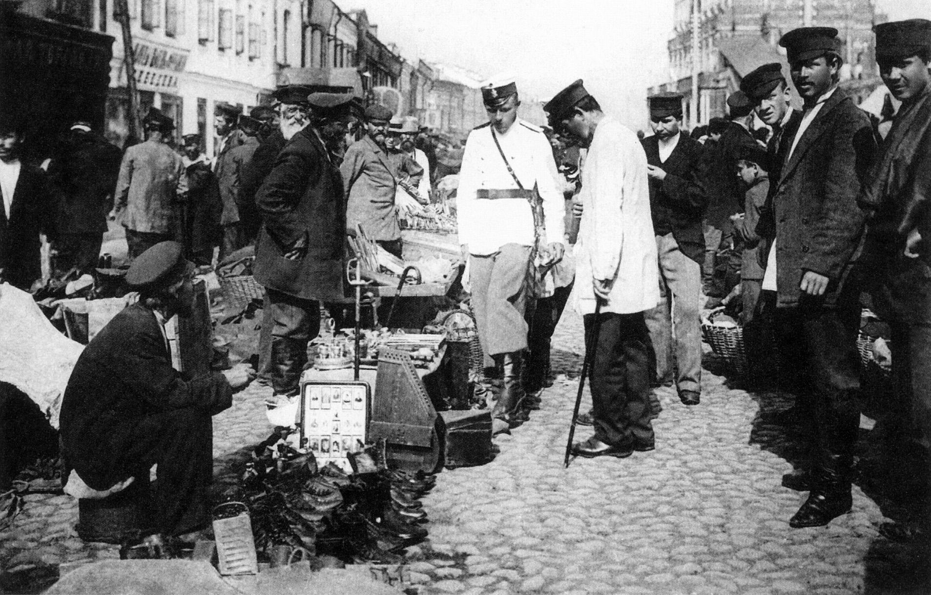 На Сухаревском рынке