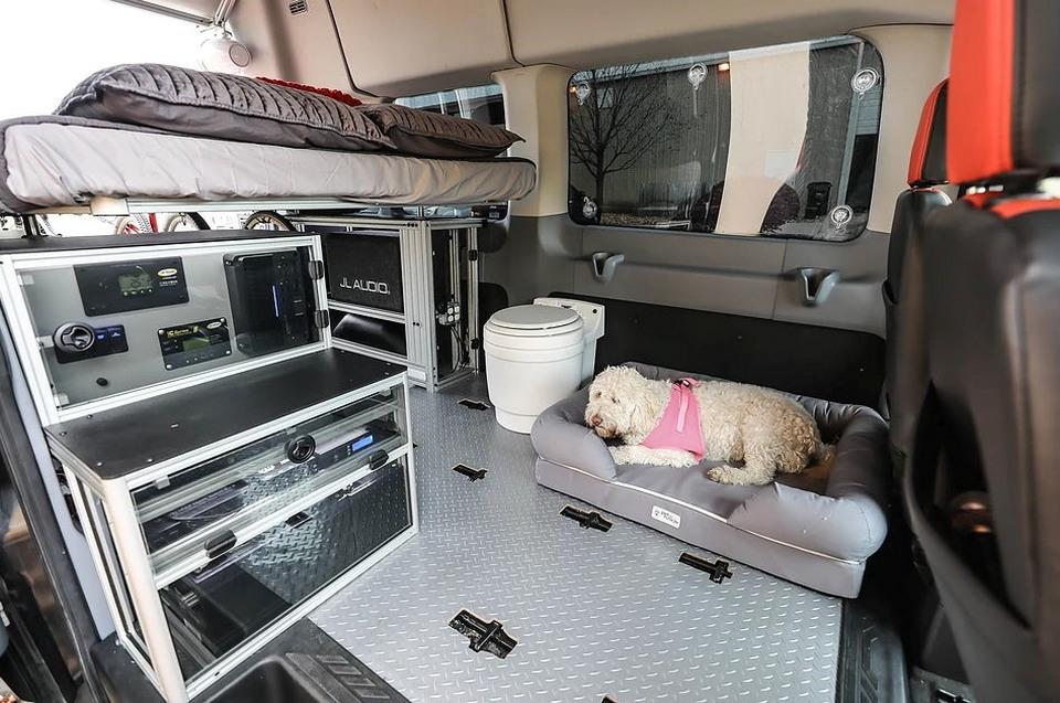 Уютный дом в небольшом фургоне