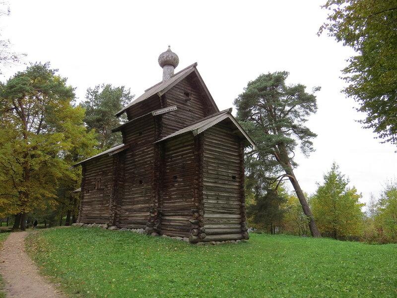 Деревянная церковь в музее Витославлицы в Великом Новгороде