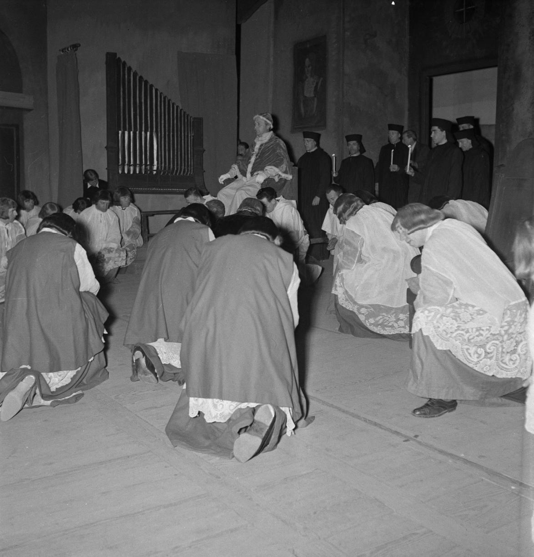 17. Появление Папы, 3-й акт. Папа, г-н Медус, бас