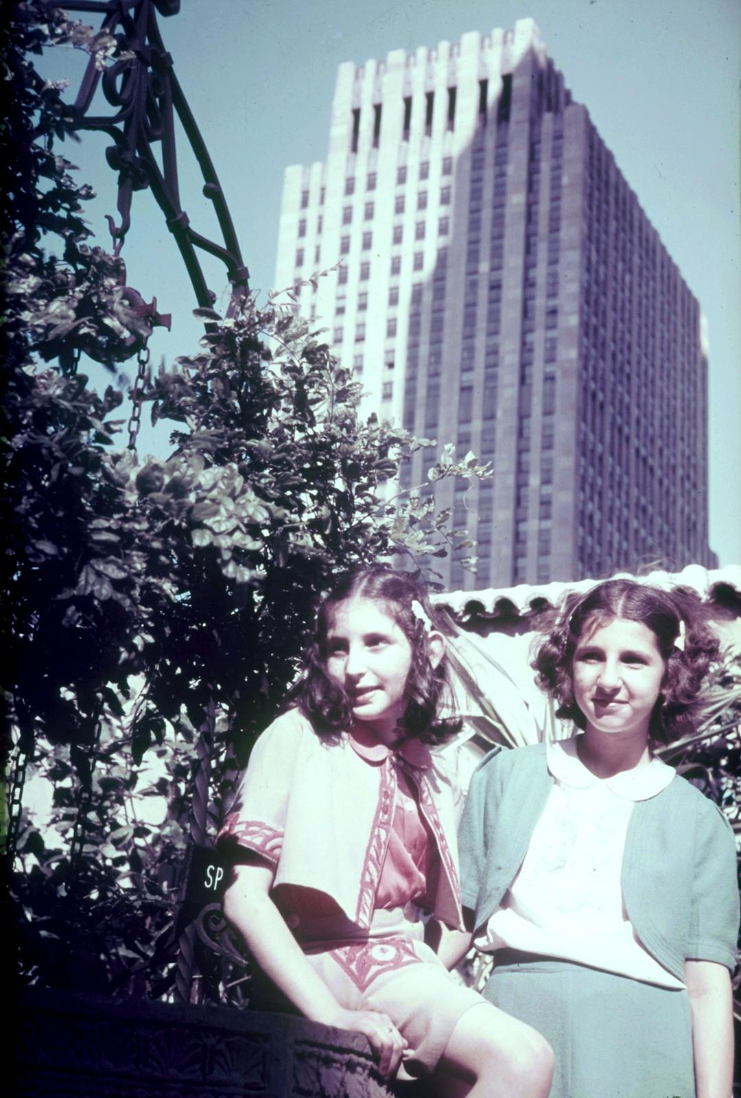 Нью-Йорк. Две девушки на Манхэттене