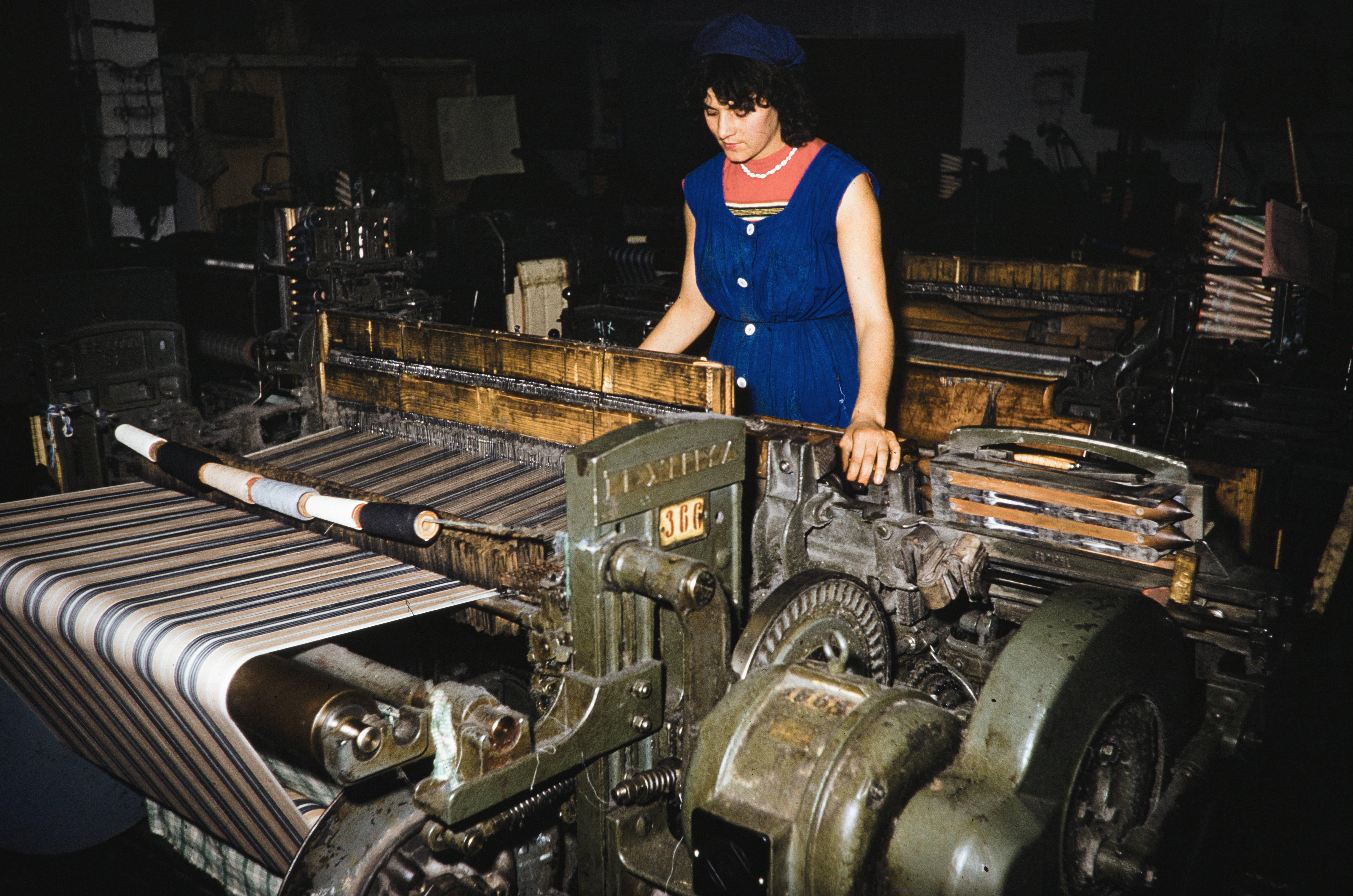 Работница текстильной фабрики в Алма-Ате