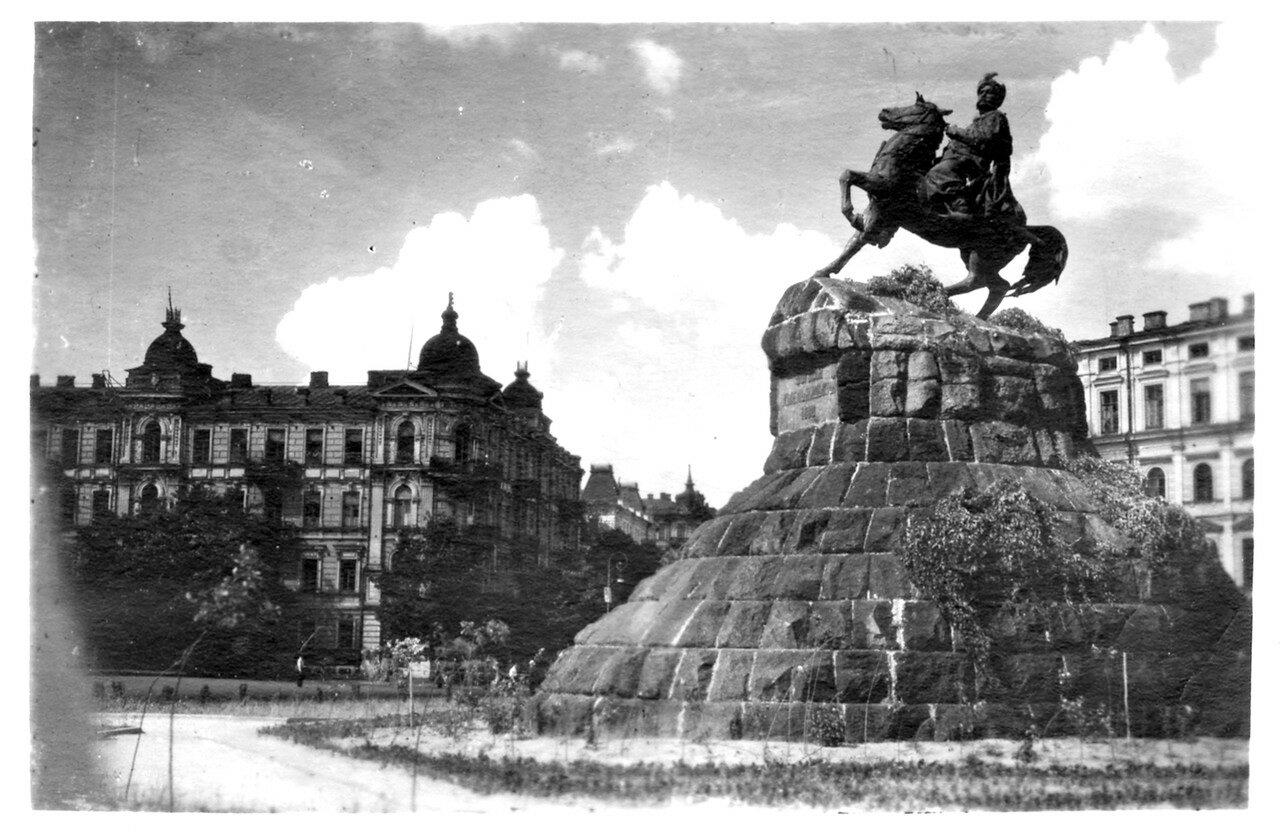 Города СССР. Киев. 1955 г. Памятник Богдана Хмельницкого