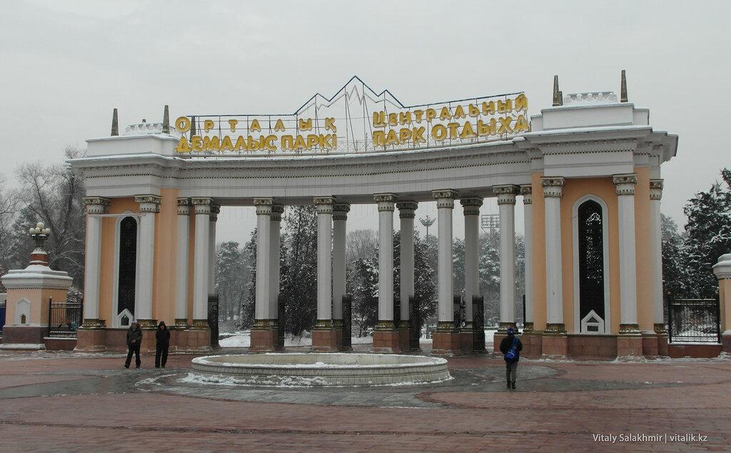 Центральный парк отдыха Алматы. ЦПКиО имени Горького 2017.