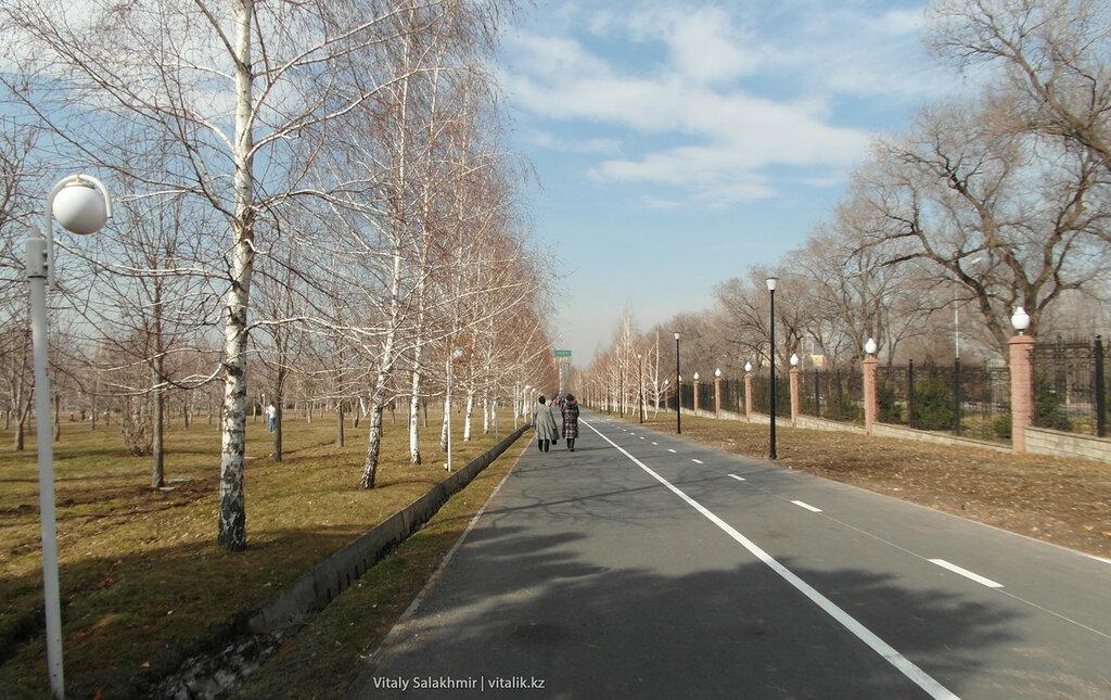Велосипедная дорога в Парке Первого Президента.