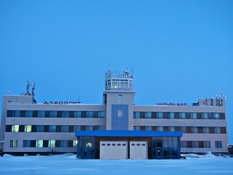Здание аэровокзала со стороны взлётного поля