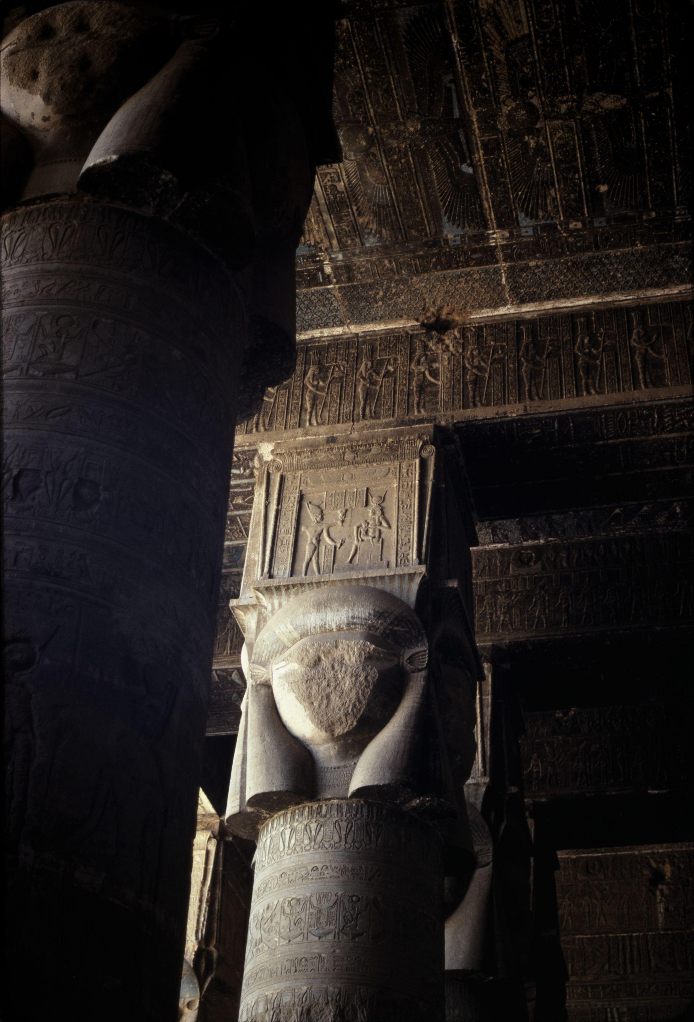 Дандара. Храм Хатхор. 24 колонны