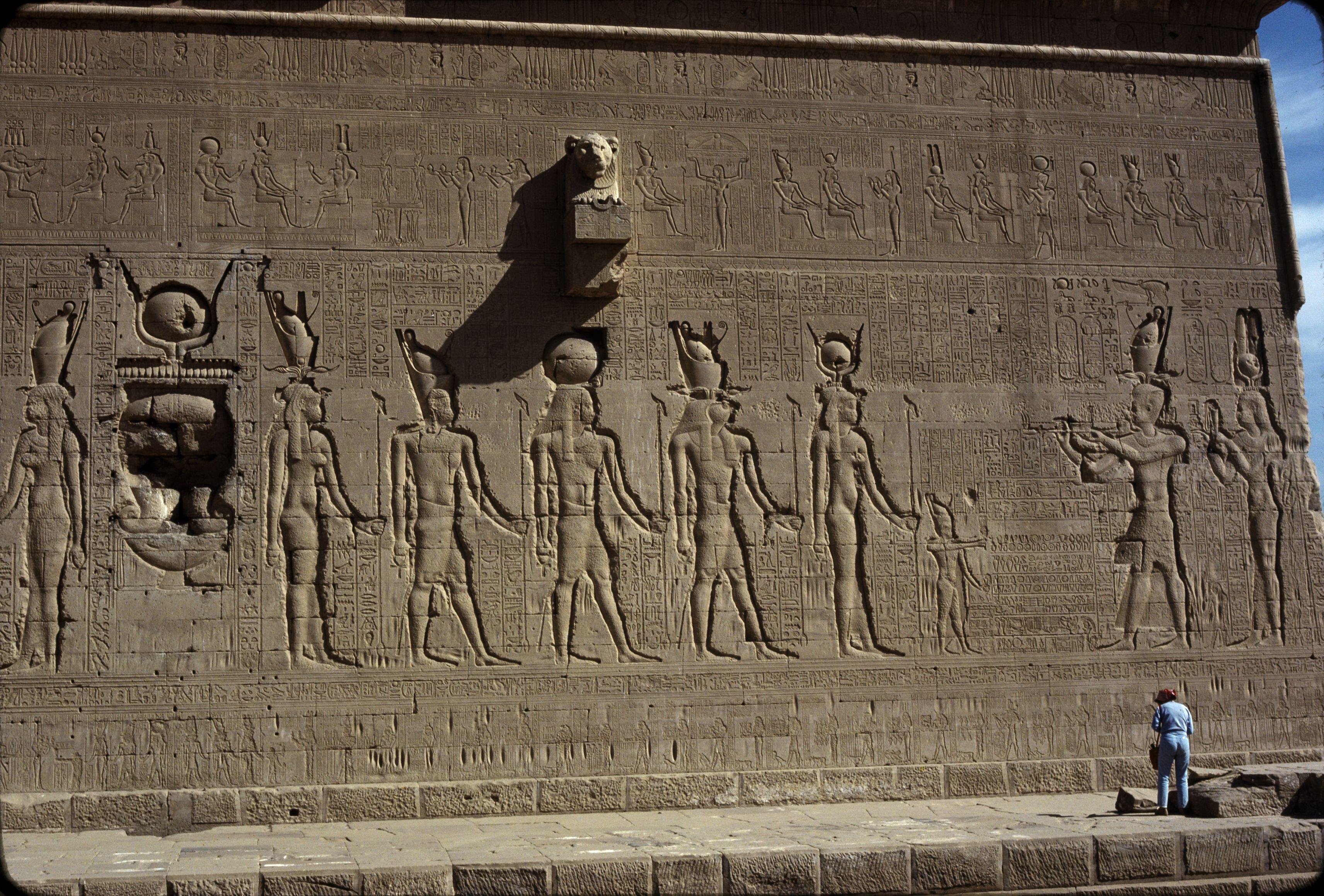 Дандара. Храм Хатхор.  Южная стена