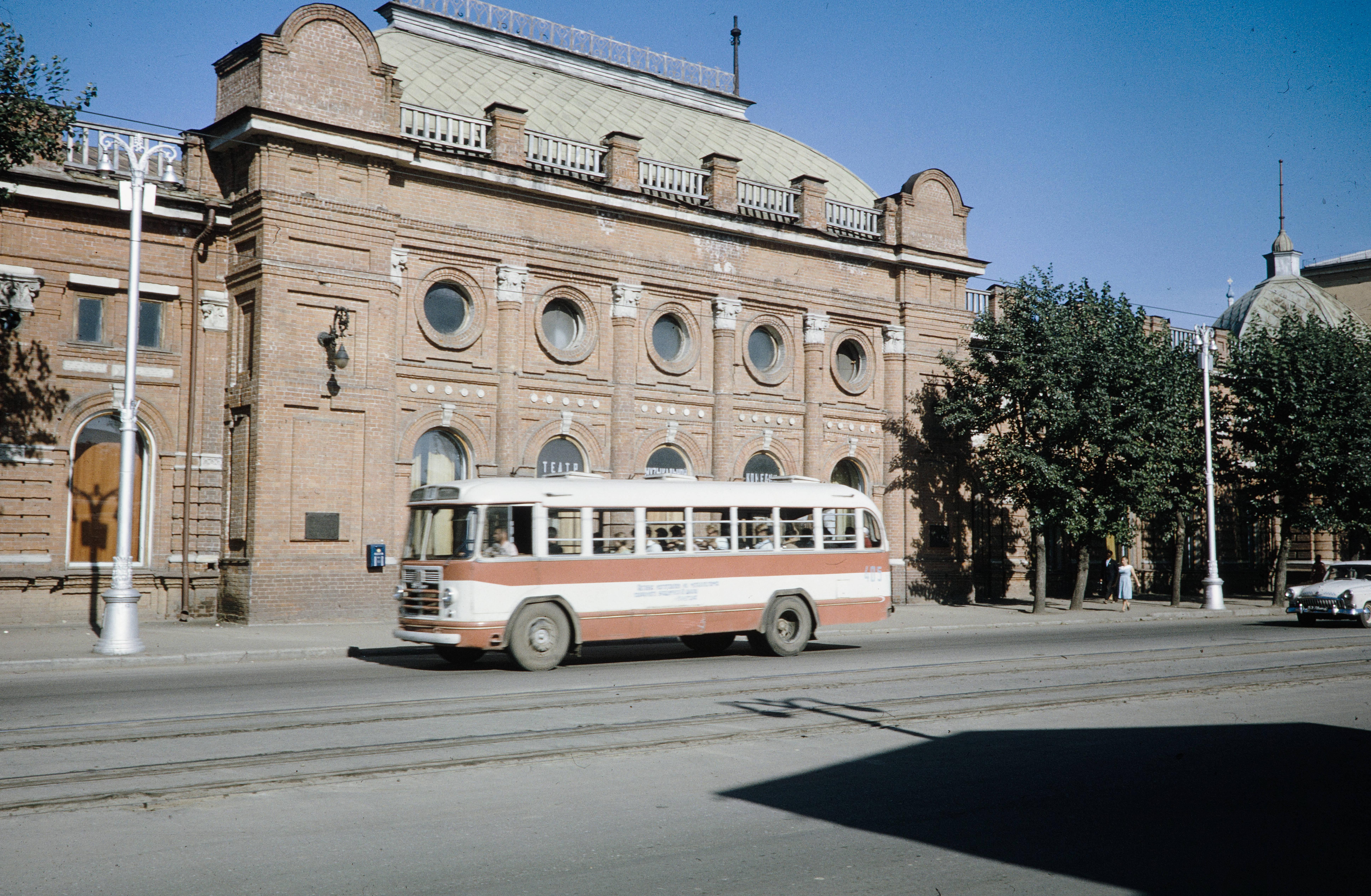 Улица Ленина, 23. Здание театра Музыкальной комедии