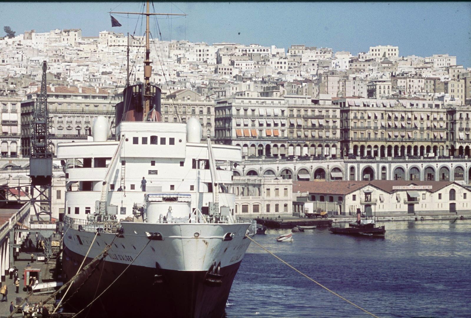 Гавань. Вид города с пассажирского судна