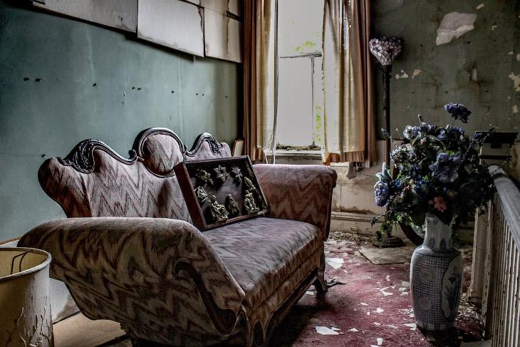 Заброшенный похоронный дом во Флориде (13 фото)