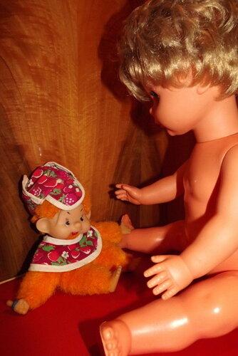 Внук Карлсона,который живет на крыше,по имени Апельсин впервые увидел голую девочку!..