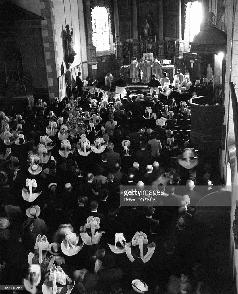 1944. Бретань. Месса в церкви