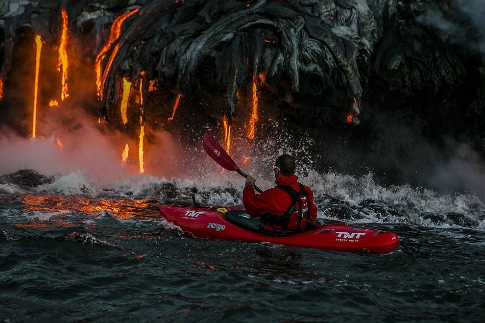На байдарке около изливающейся лавы. Гавайи