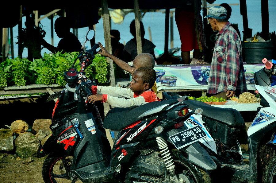 Папуасы Город Соронг на Западном Папуа в Индонезии Город Соронг на Западном Папуа в Индонезии 0 1b0fce 743e27e9 XXL