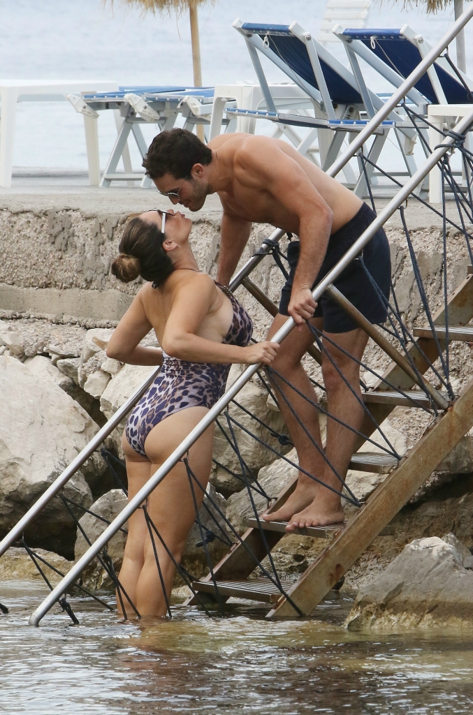 KELLY BROOK IN SEA FOR ISCHIA WHIT JEREMY PARISI