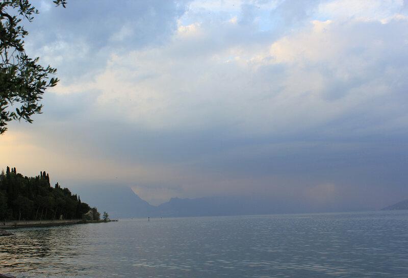 Вид на озеро со стороны крепости